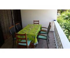 Iznajmljuje se apartman na otoku Viru