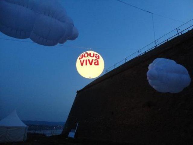 Cepelini, velike lopte, reklama iznad grada sa svetlom - 5/8