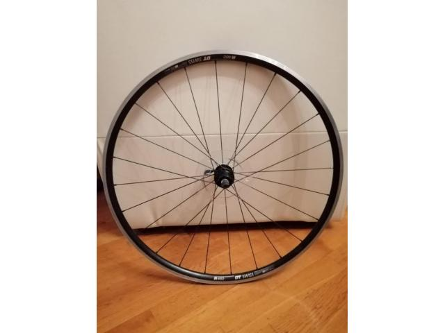 Prodajem 2 kotača za sportski bicikl
